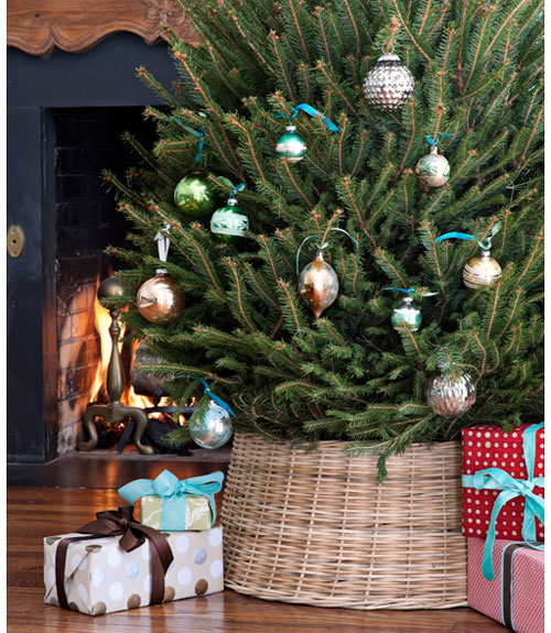 COVERdeck-the-halls-tree-and-gifts-1210-lgn-3